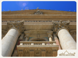 Vatican_st_peters_basilica_entrance_gate